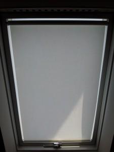Textilní roletka do střešního okna